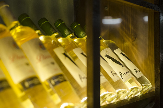 Botellas de vino en Monty's Madrid